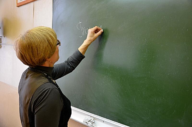 Сколько получают смоленские учителя