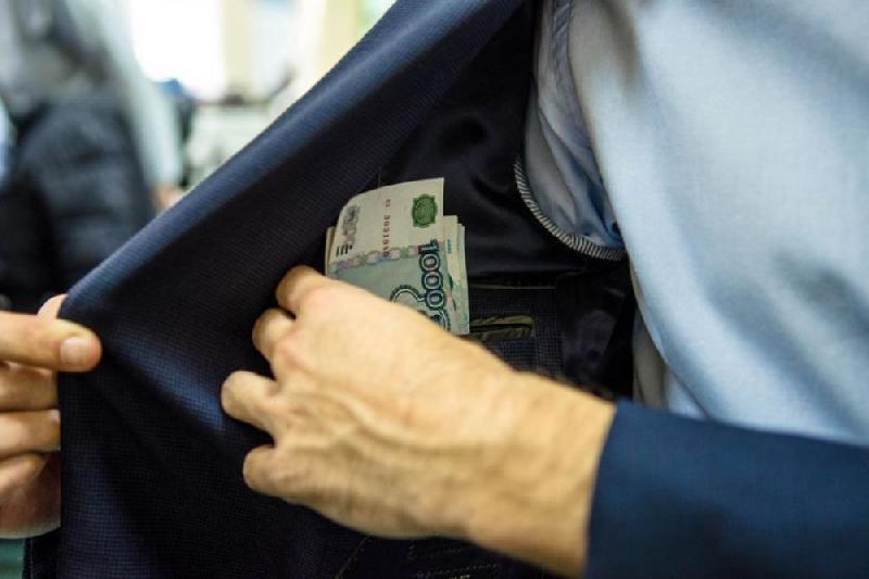 «50 тысяч рублей за прекращение дела». Москвич пытался подкупить смоленского полицейского