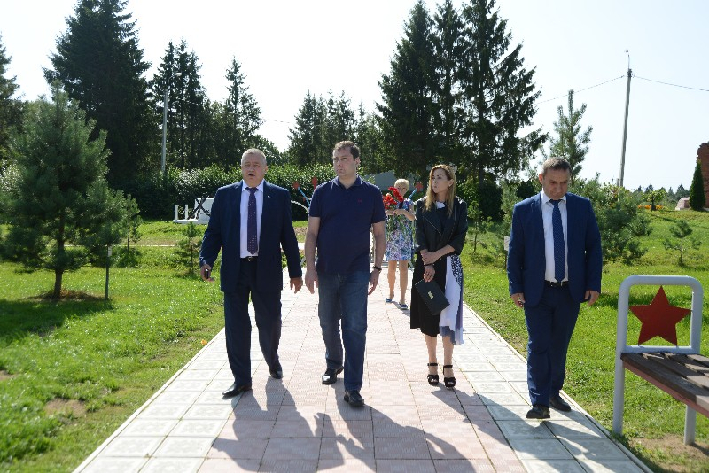 Губернатор поздравил жителей с 310-летием поселка Холм-Жирковский