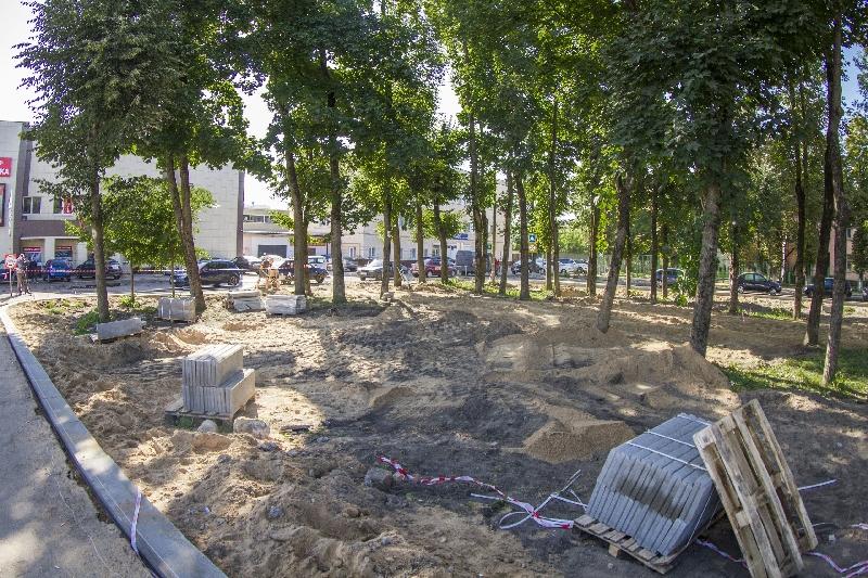 В Смоленске благоустраивают сквер у льнокомбината