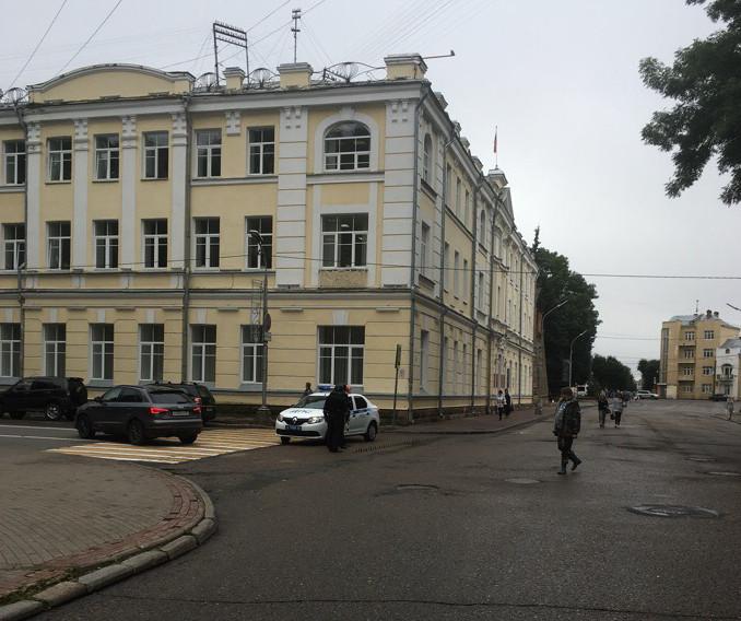 «Много полицейских». В центре Смоленска перекрыли движение