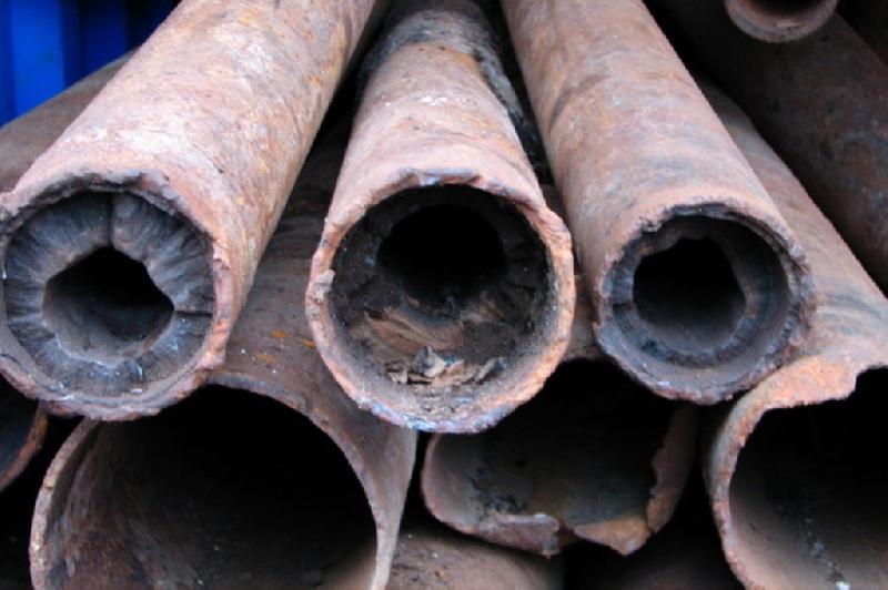 Двое смолян украли в столовой канализационные трубы