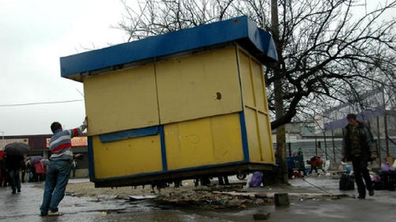 В Смоленске продолжается снос ларьков