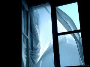 Пенсионер из Смоленска выпал из окна в Ленинградской области