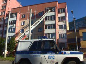 «Утренний переполох в Смоленске». Плачущую на балконе девочку пришлось успокаивать спасателям