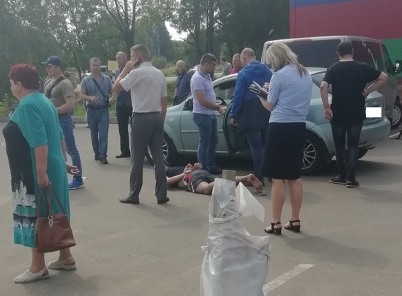 Под Смоленском оперативники УГРО с применением силы задержали мужчину