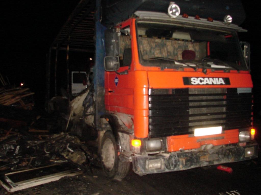 В Смоленской области грузовик с прицепом загорелся на ходу