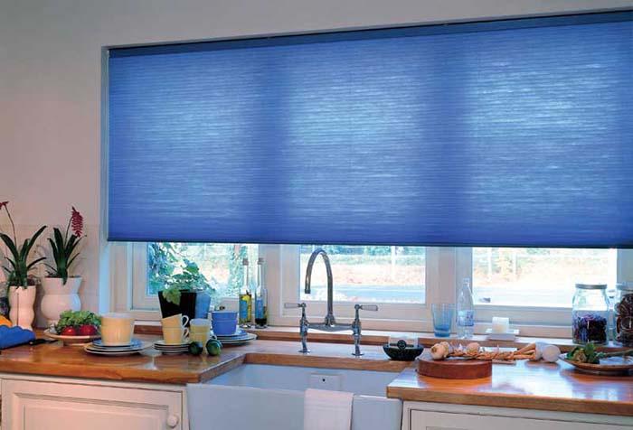 Почему стоит установить рулонные шторы с электроприводом