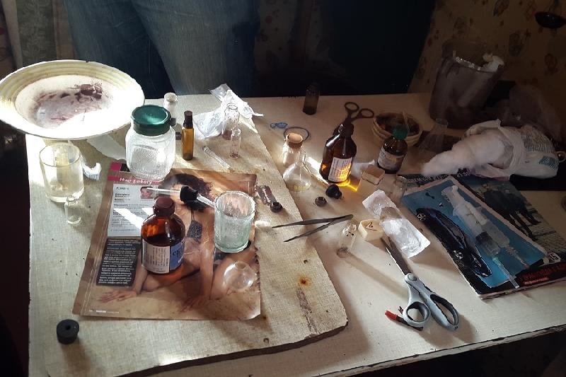 В Смоленске из квартиры сделали наркопритон