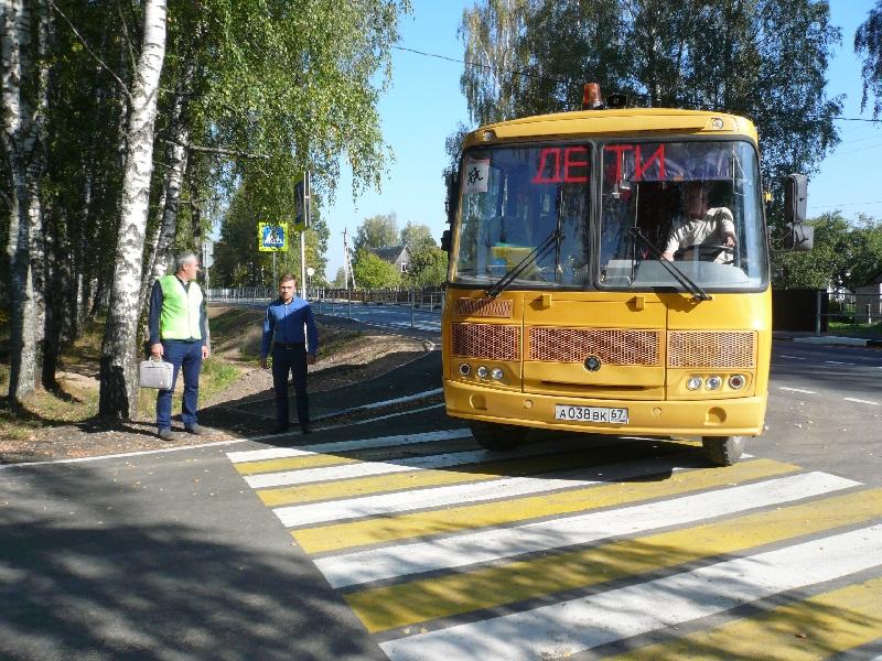 Смоленские активисты ОНФ добились качественного ремонта дороги у сельской школы