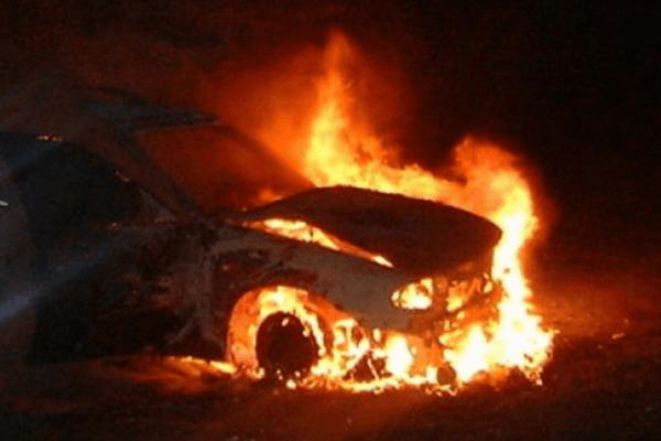 Ночью в Смоленске сгорел Mercedes Benz