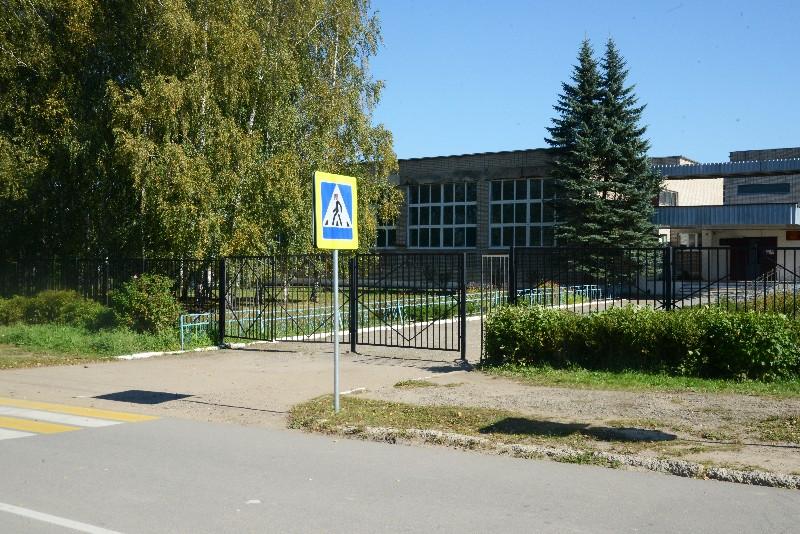 В райцентре Смоленской области возле школы обустроят тротуары