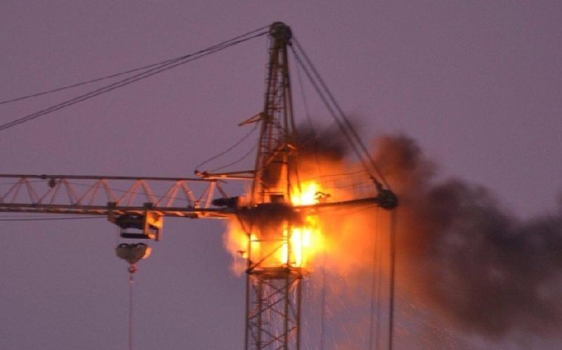 В райцентре Смоленской области сгорел башенный кран