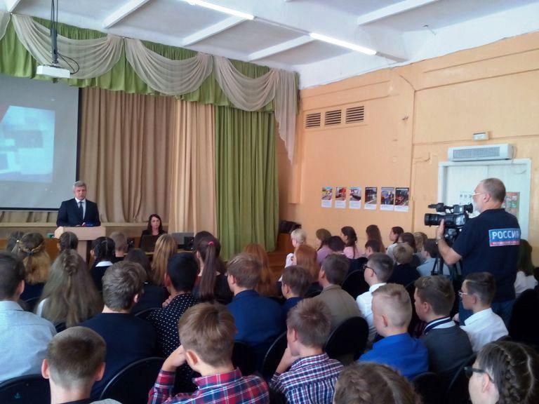 Железнодорожники Смоленского региона МЖД провели в школе открытый урок по безопасности