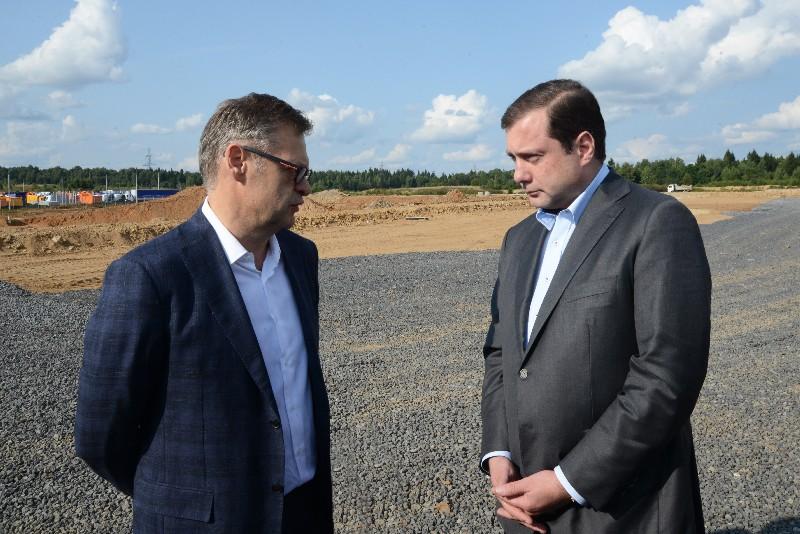 Губернатор Алексей Островский посетил строящийся транспортно-логистический центр