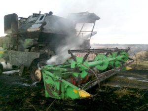 В Смоленской области во время движения загорелся комбайн