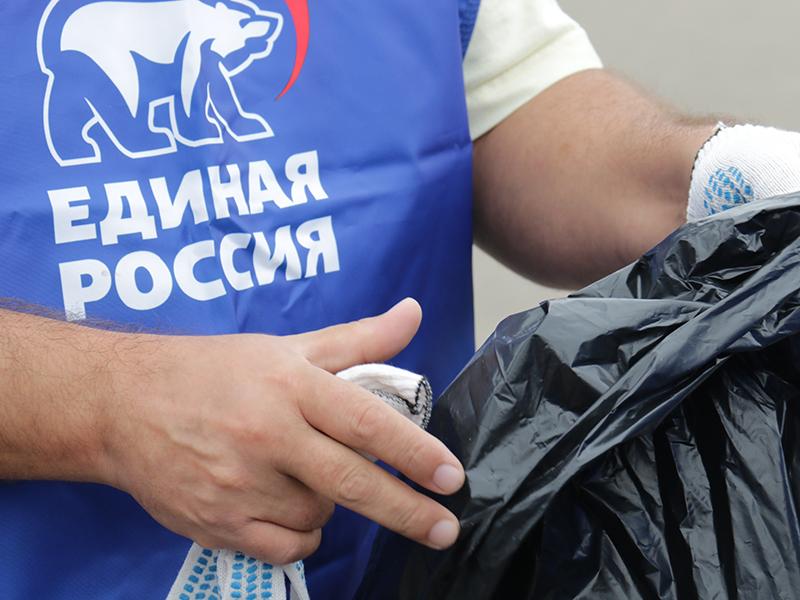 «Единая Россия» провела в Смоленске субботник