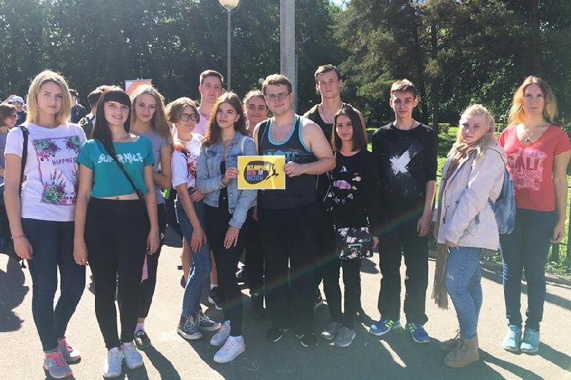 Более 400 юношей и девушек приняли участие в уборке мусора в Смоленске