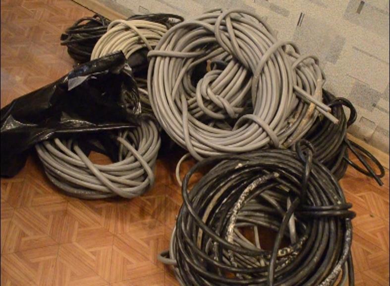 «Украл более километра кабеля». Смолянин оставил многоэтажку без интернета