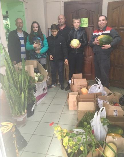 «Пусть цветет и пахнет». Жители областного центра озеленили смоленский зоопарк