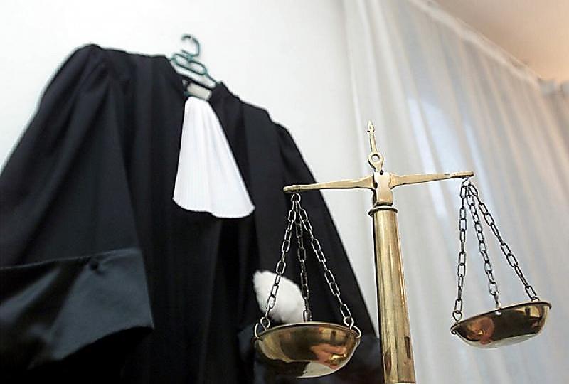 Смоленский судья, вдвое смягчивший приговор за хищение, лишился мантии