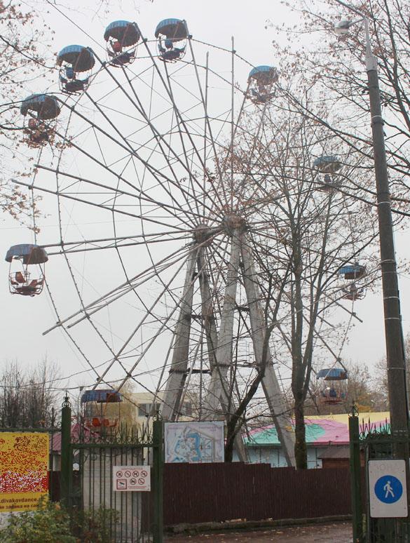 В Смоленске демонтируют колесо обозрения