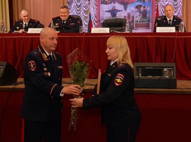 В Смоленской области наградили отличившихся полицейских