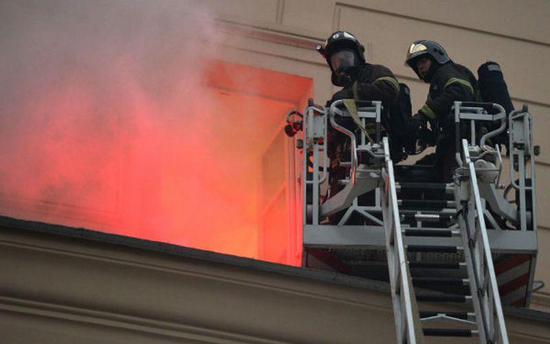10 смолян эвакуировали из-за пожара