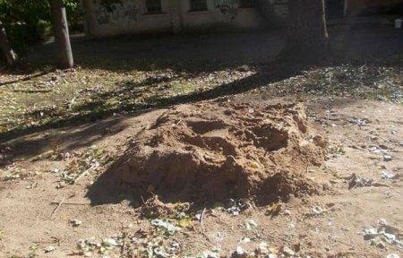 «Чтобы по ночам не шумели». В райцентре Смоленской области во дворе убрали лавку и песочницу