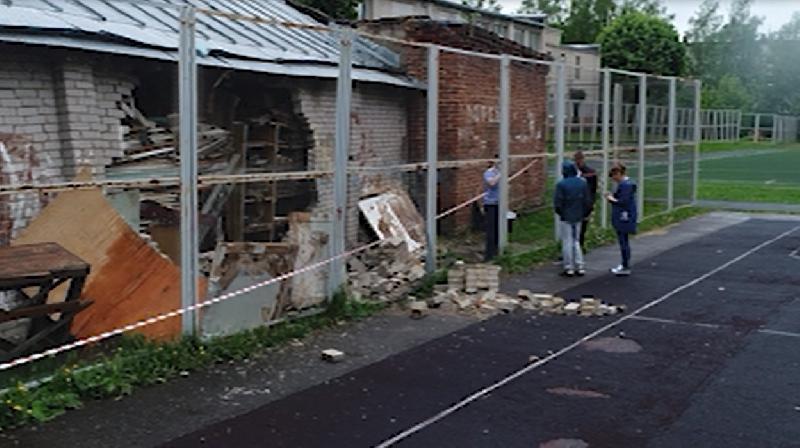 В Смоленске пойдет под суд замдиректора лицея, в котором на ребенка обрушилась стена
