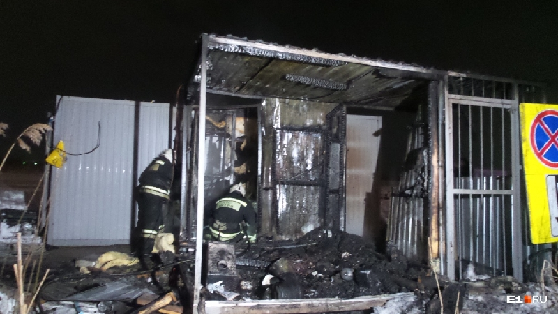 В Смоленске в сгоревшей бытовке нашли тело мужчины