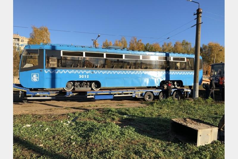 В Смоленск привезли первые два трамвая из Москвы
