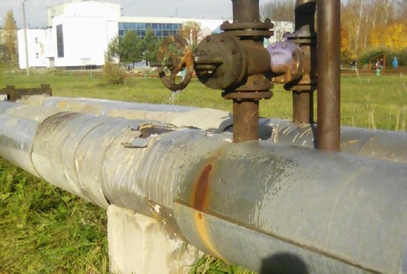 «Зима придет и сразу начнется ремонт». В райцентре Смоленской области прохудился трубопровод