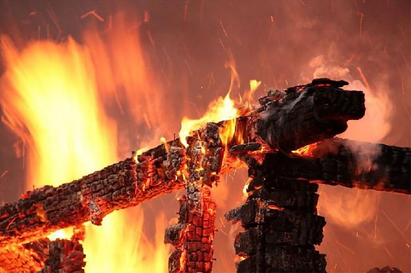 «Будто костер палили». Жителей райцентра Смоленской области насторожил столб дыма