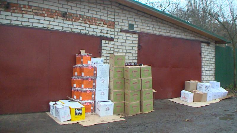 Смолянину, хранившему дома 1400 бутылок поддельного алкоголя, грозит срок