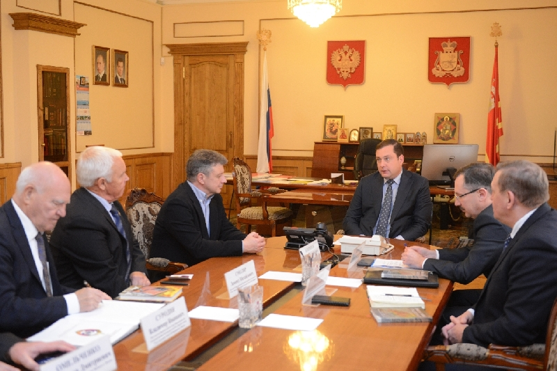 Губернатор Алексей Островский провел рабочую встречу с руководителями Фонда «КУОС-Вымпел»