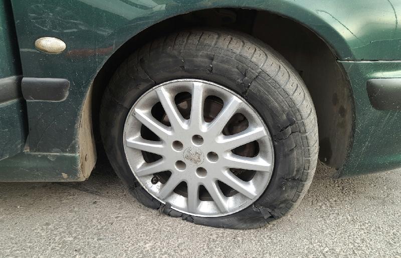 «Чуть колесо не потерял». Смолян предупреждают о неожиданном препятствии на дороге