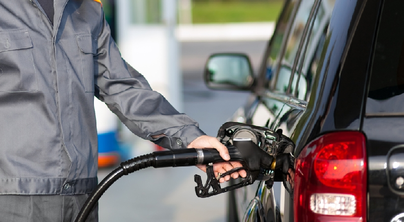 В Смоленске впервые за несколько месяцев подорожал бензин