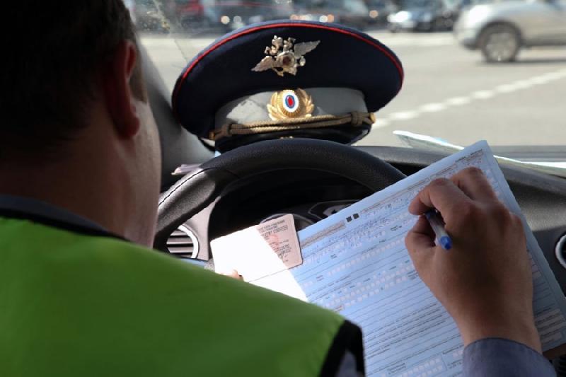Приставы заставили смолянина заплатить 49 штрафов, запретив ему водить машину