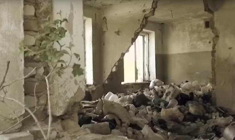 Первый канал показал, в каких нечеловеческих условиях живут смоляне в разрушающемся доме