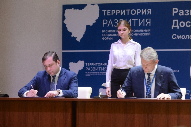 Губернатор Смоленской области Алексей Островский подписал соглашение о сотрудничестве с компанией «Техноавиа»