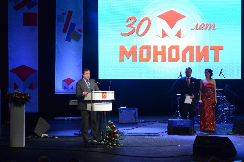 Губернатор Алексей Островский поздравил с 30-летием компанию «Монолит»