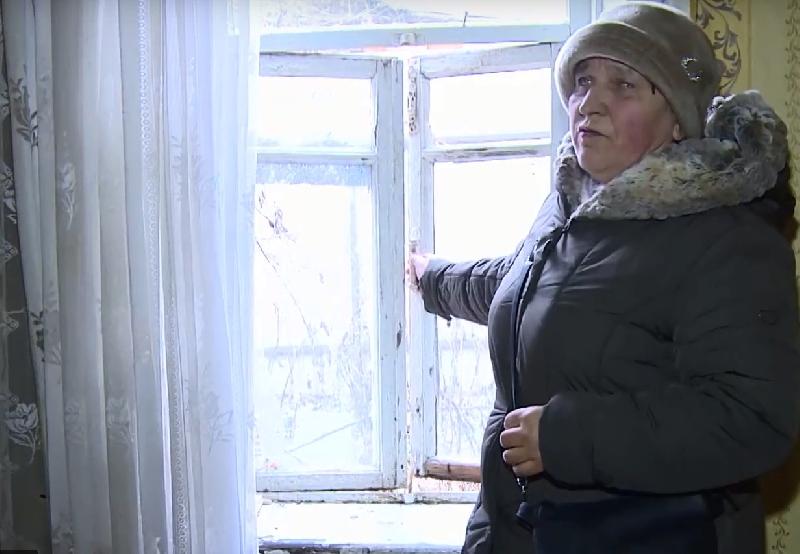 «Куда тебе такую квартиру, это сильно шикарно». Смолянку забыли переселить из разваливающего дома?