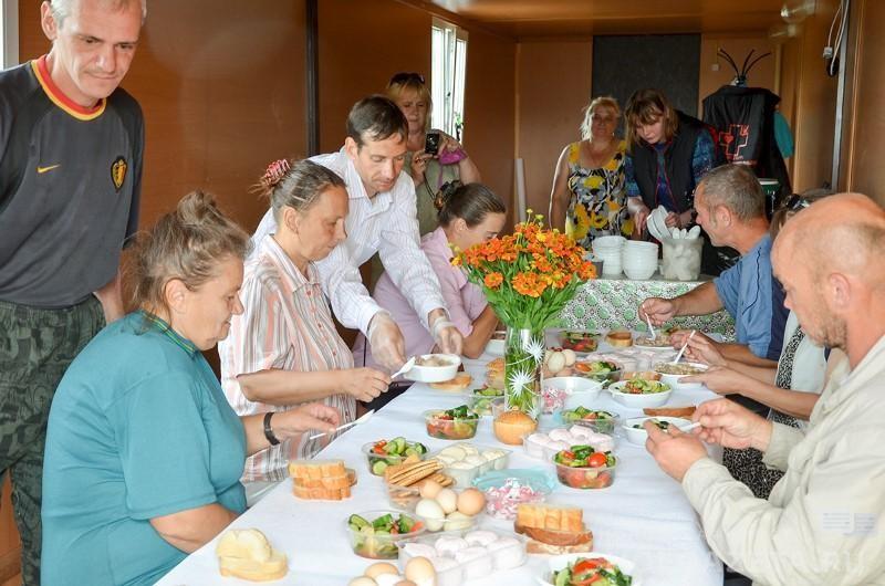 «Консервы, картофель, макароны». В Смоленске собирают продукты для социальной столовой