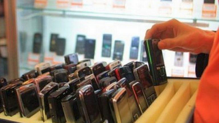 «Ущерб на сумму более 270 тысяч рублей». Двое подростков обокрали салон сотовой связи в Смоленской области