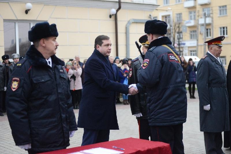 Губернатор Алексей Островский поздравил сотрудников органов внутренних дел с профессиональным праздником