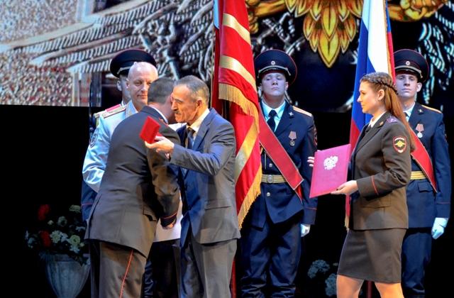 «Работайте, братья!». Смоленский полицейский получил почетный знак «За преданность к службе»
