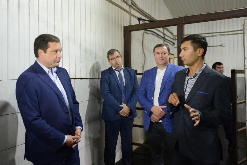 Губернатор Алексей Островский посетил перспективные сельскохозяйственные предприятия Гагаринского района