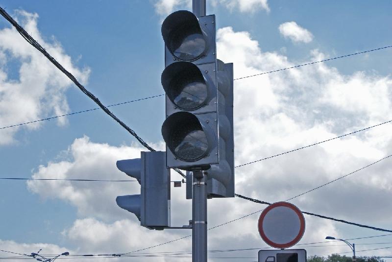 «Пробок нет». В Смоленске на оживленном перекрестке убрали светофор
