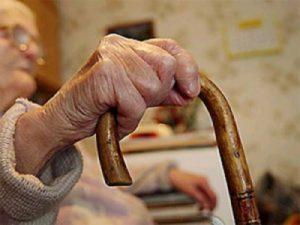 Двое смолян облапошили доверчивого пенсионера